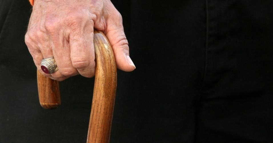 Resultado de imagem para imagem para aposentados de bengalas